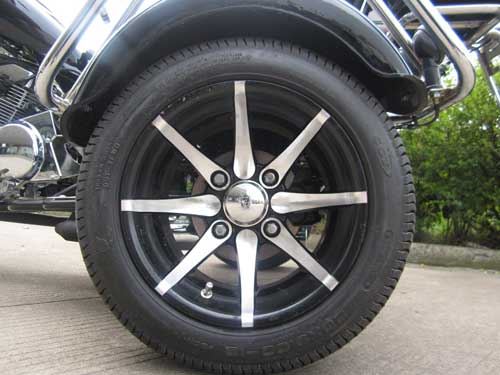 Awesome polished aluminum mag spoke rims.